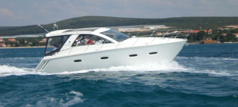 Motorboat Yacht Sealine Lara